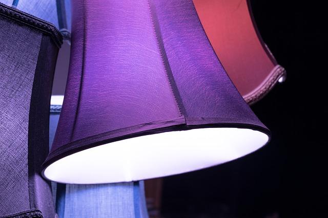 fialová lampa.jpg